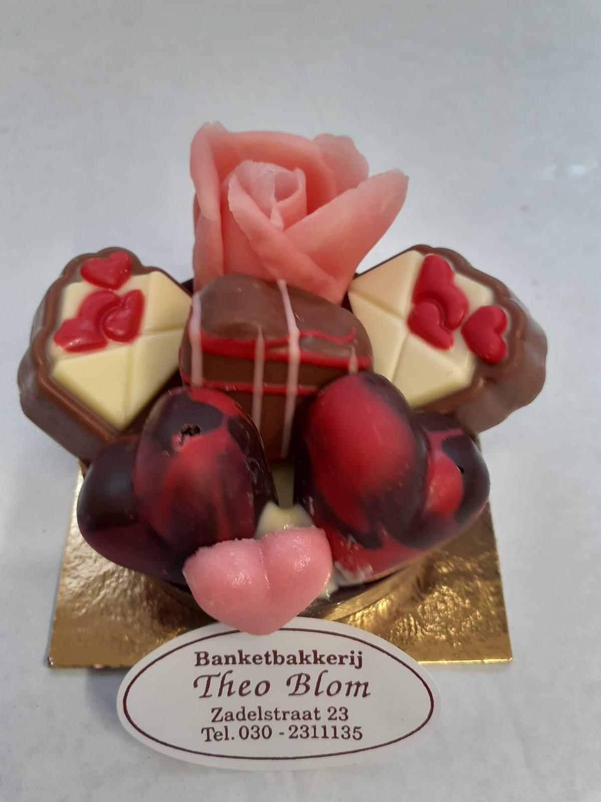 Chocoladebakje met bonbons